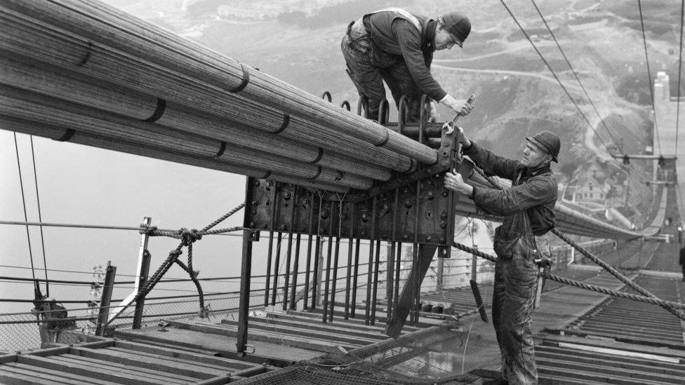 Constructores trabajando en el Golden Gate