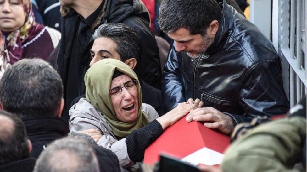 Keluarga korban serangan di klub malam di Turki