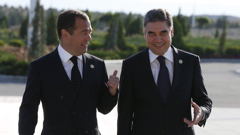Gurbanguly Berdymukhamedov and Dmitry Medvedev walking and talking