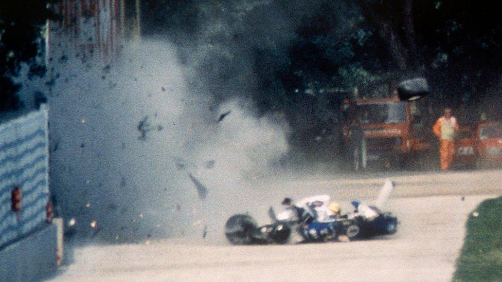 Ayrton Senna en el momento de su muerte en el circuito de Imola.