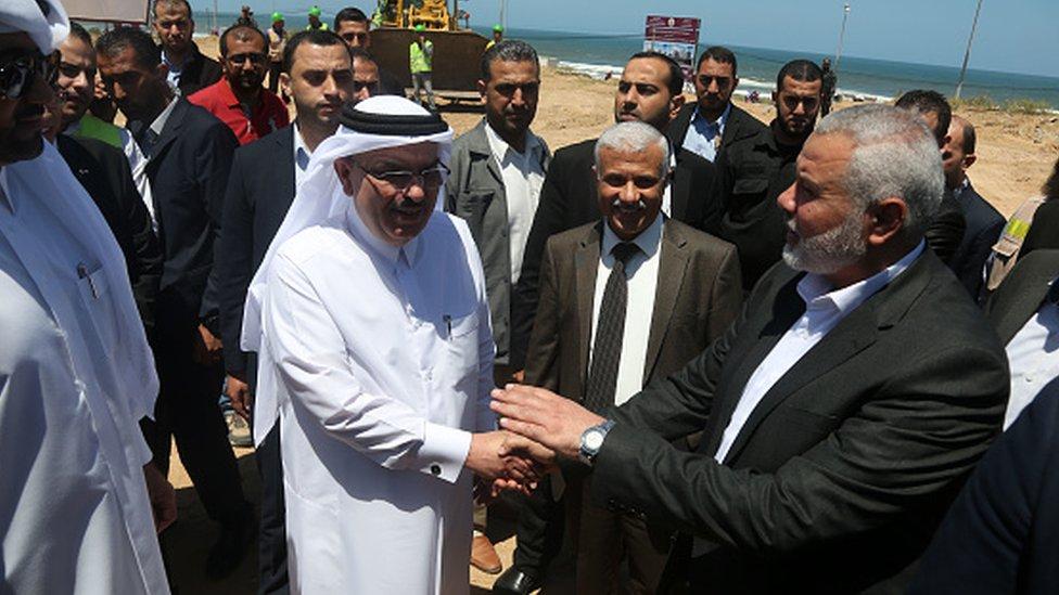 Hamas liderlerinden İsmail Haniye ve Katar'ın Filistin Yönetimi Büyükelçisi Muhammed el Amadi