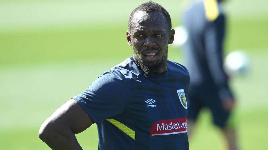 Usain Bolt trains for the first time with A-League club Central Coast Mariners