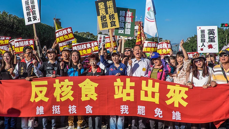Taiwan's opposition Kuomintang leader Hung Hsiu-chu (C) during rally in Taipei, Taiwan, on 25 December 2016 to protest against the import of Food Product coming from the Nuclear contaminated region of Fukushima, Japan