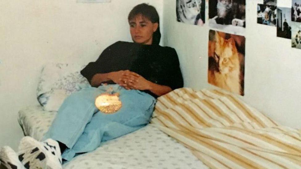 Marta Álvarez en la cárcel en Bogotá, 1998.