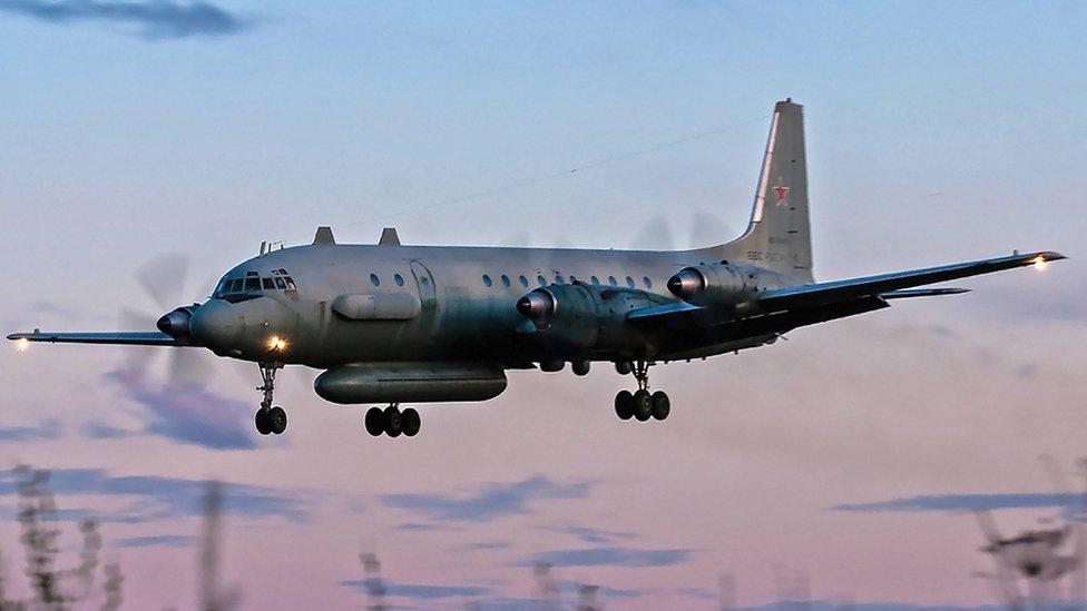 نموذج للطائرة الروسية إيل 20، مماثلة للطائرة التي اسقطها الصاروخ السوري
