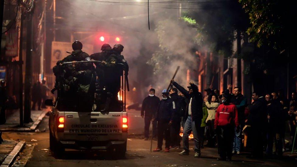 Militares en calles de Bolivia