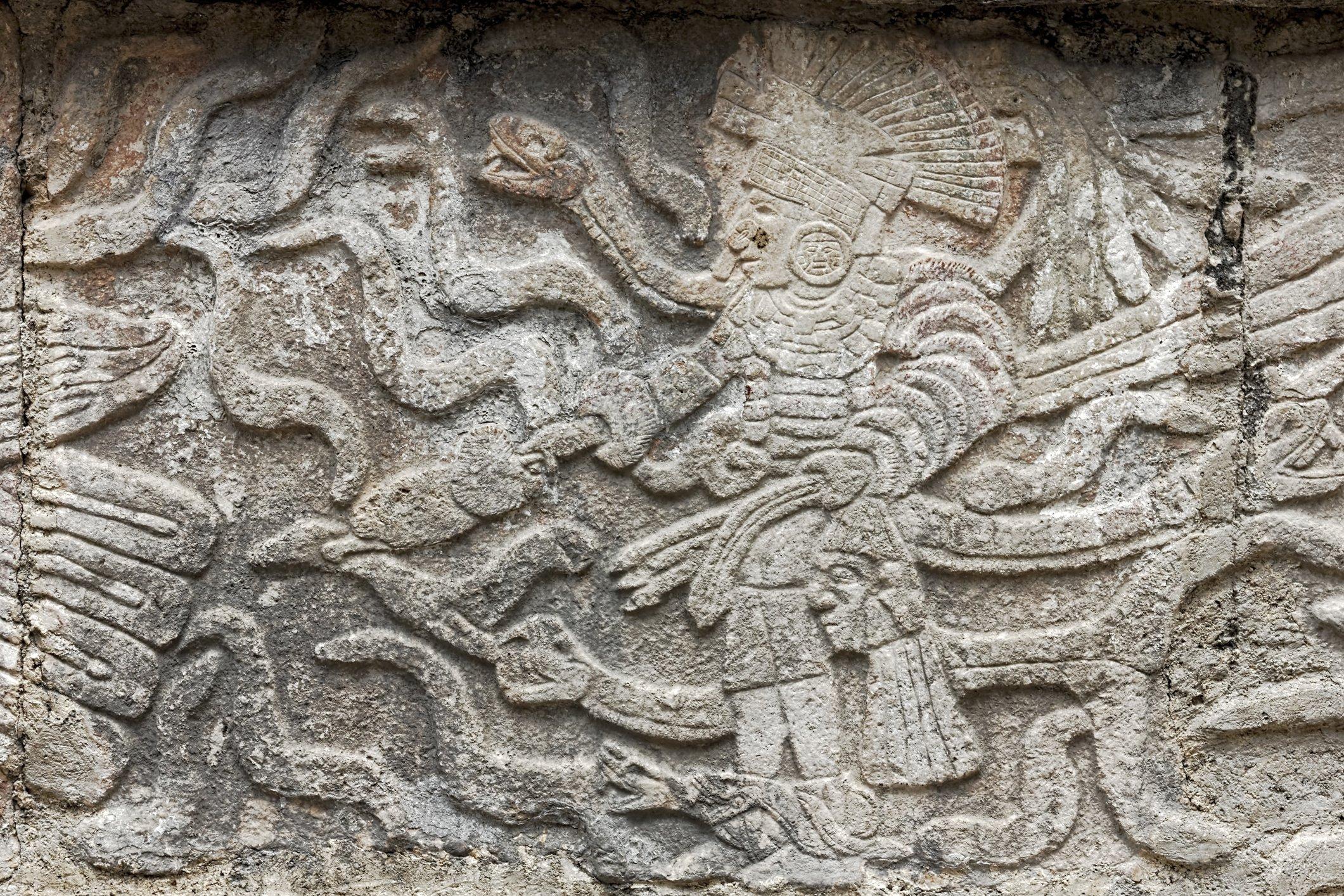 Piedra talla con motivos Maya