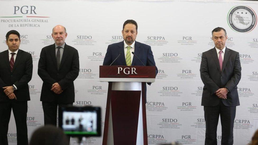 Funcionarios de la PGR en conferencia de prensa