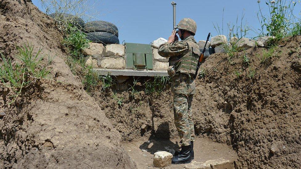 عمليات عسكرية متواصلة على الحدود بين أرمينيا وأذربيجان