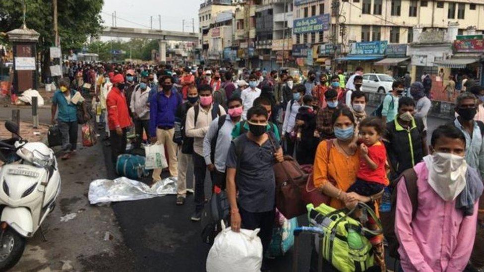 تجمع للمسافرين في الهند