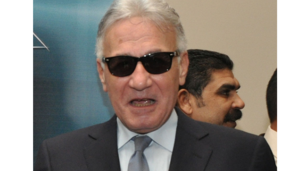 الفنان عزت أبو عوف