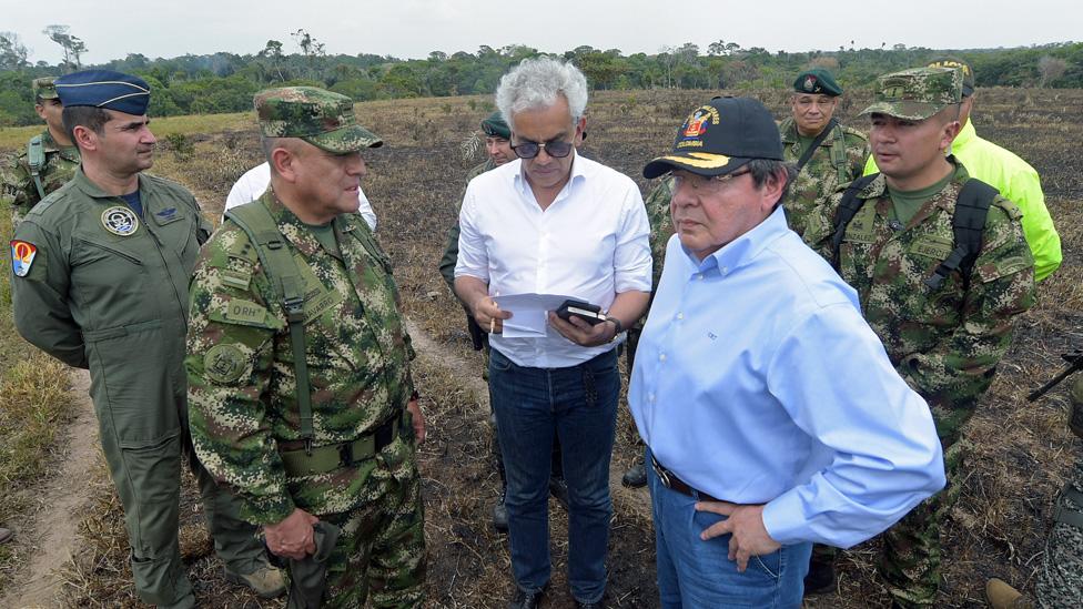 Ministros de Defensa, Carlos Holme, y Ambiente, Ricardo Lozano
