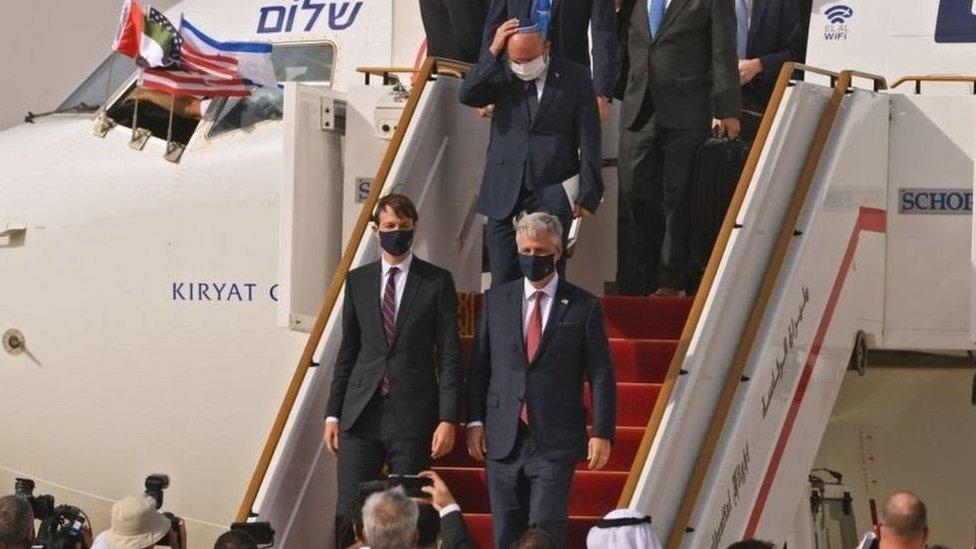وصول الطائرة الإسرائيلية إلى مطار ابوظبي