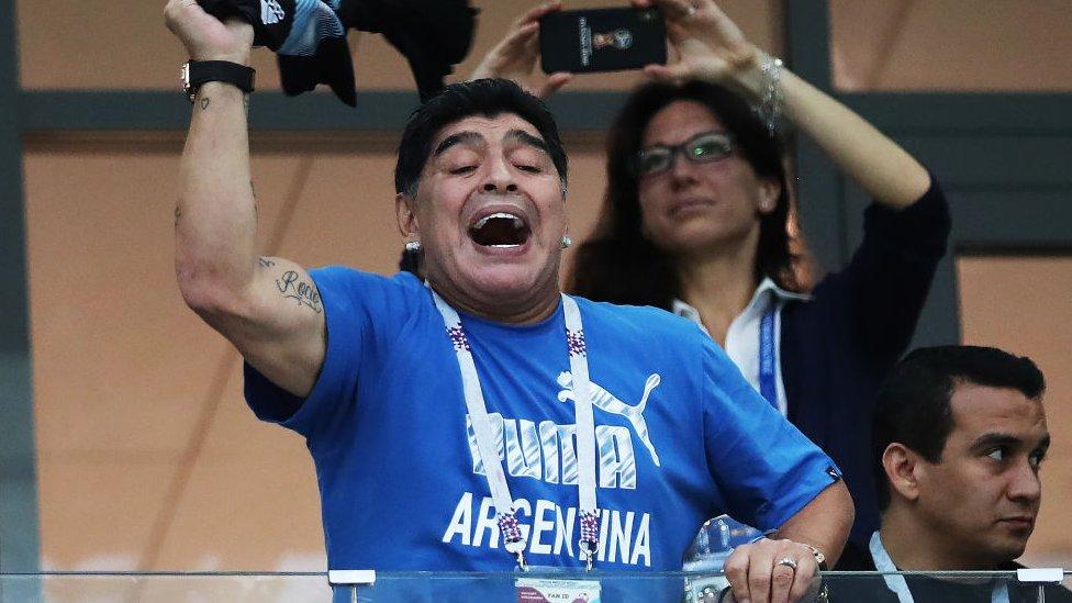 Maradona en las gradas viendo un partido de Argentina en el Mundial de Rusia en 2018.