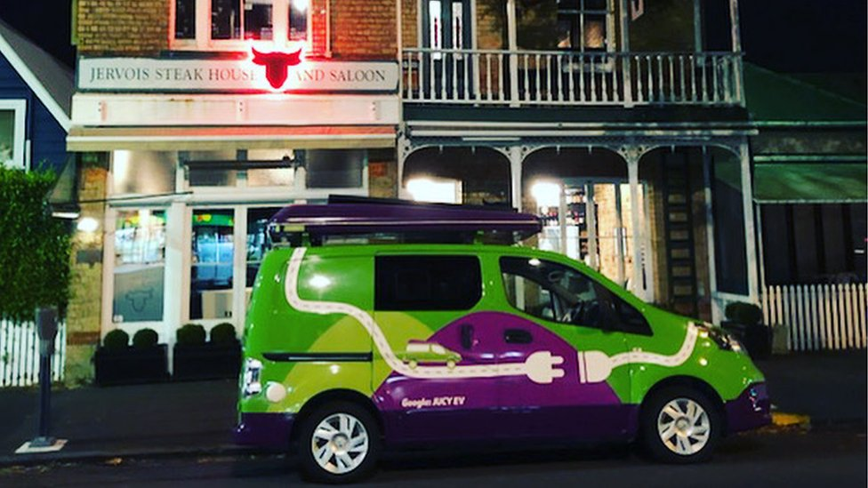 Jucy van in front of a restaurant