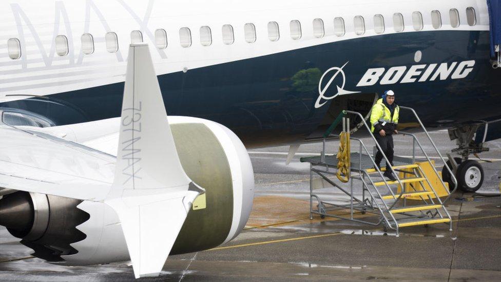 """Boeing recomienda dejar en tierra sus aviones 737 MAX """"por precaución""""."""