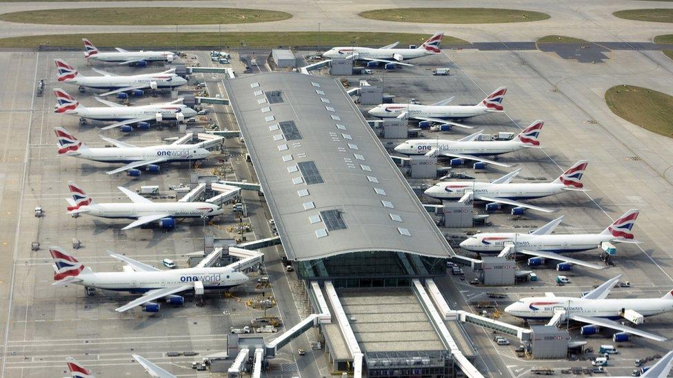 Aviones en el aeropuerto Heathrow