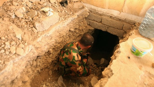 Peshmerga inspects IS tunnel outside Mosul