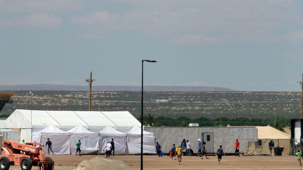 Un centro de detención temporal de menores en la frontera con México