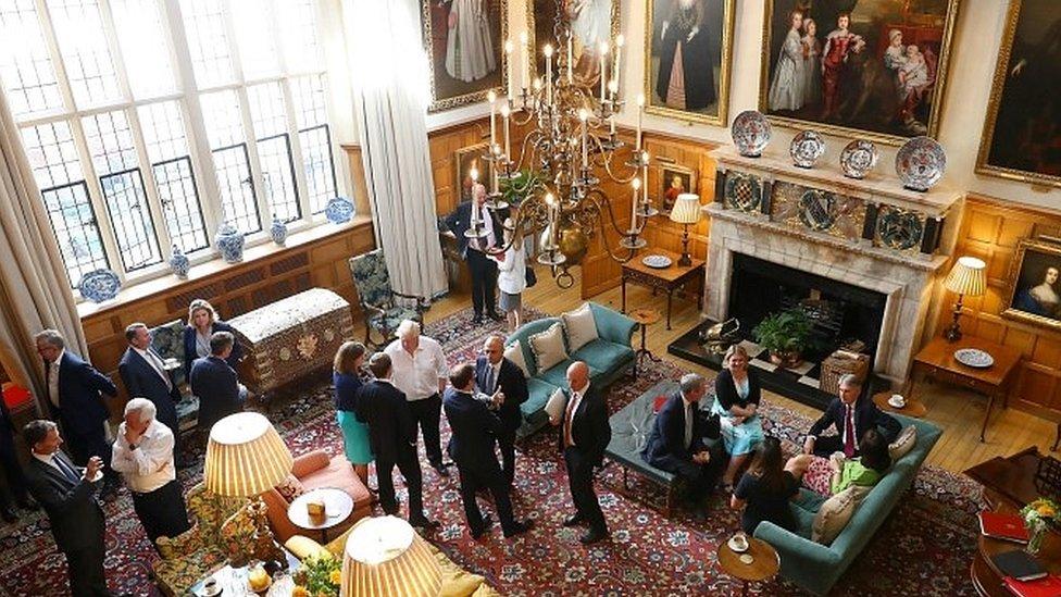 استمر الاجتماع 12 ساعة في منزل رئيسة الوزراء الريفي