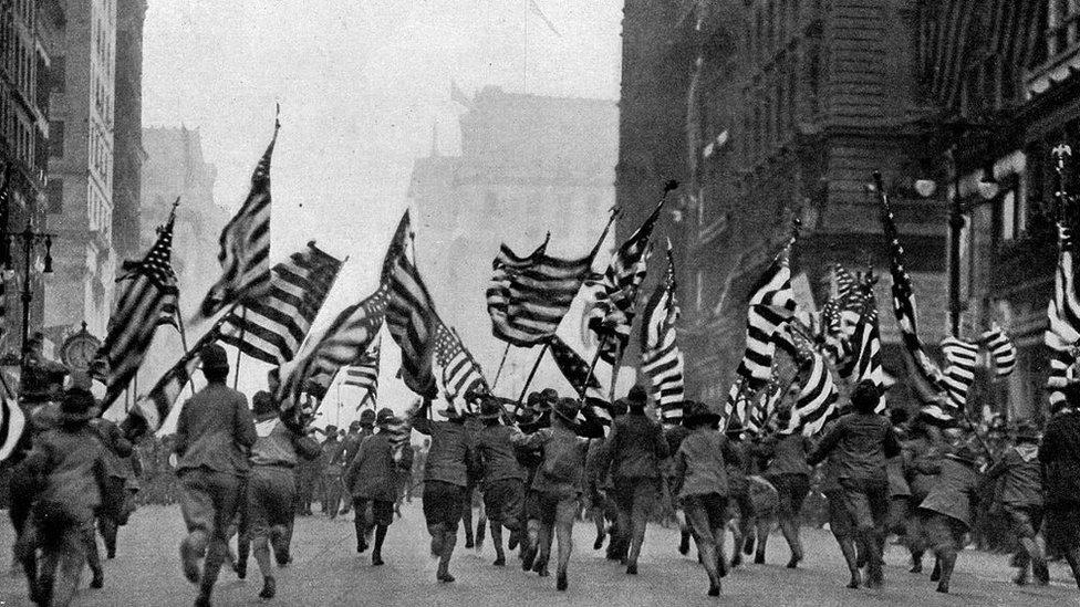 Soldados estadounidenses tras la declaración de guerra en 1917.