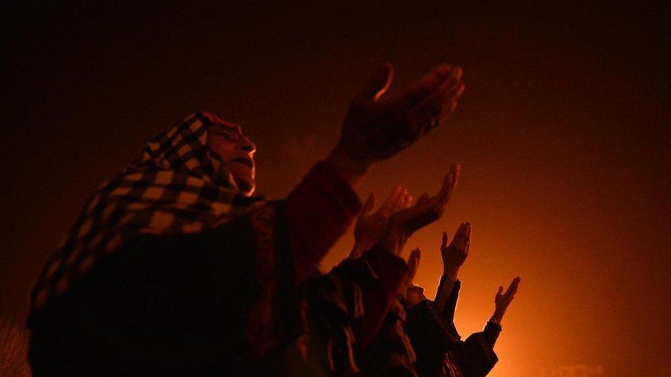 Musulmanes de Cachemira celebran Eid-e-Milad-un-Nabi, el aniversario del nacimiento del Profeta.