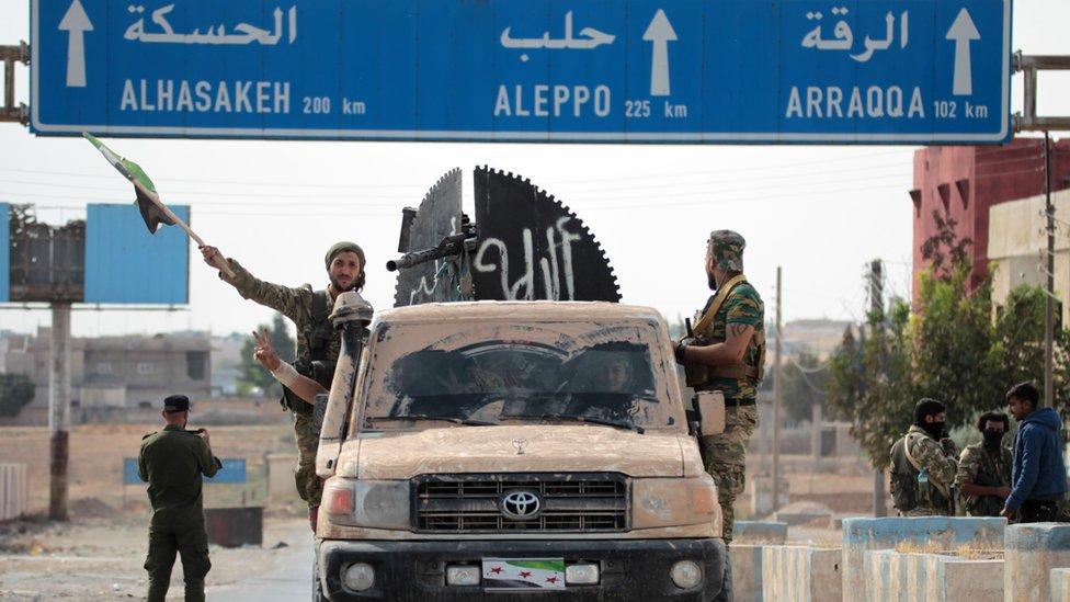 قوات الحكومة السورية بدأت في دخول المنطقة بعد اتفاق مع تحالف قوات سوريا الديمقراطية