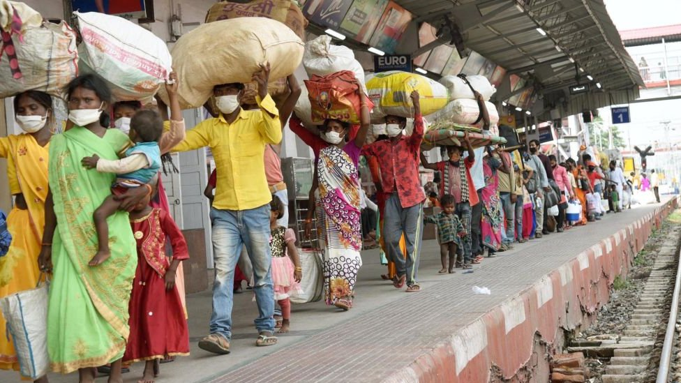 Delhi migrant workers returning home to Bihar during the national lockdown