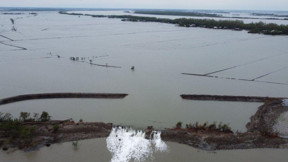 Vista panorámica de las inundaciones en Burigoalini, Bangladesh.