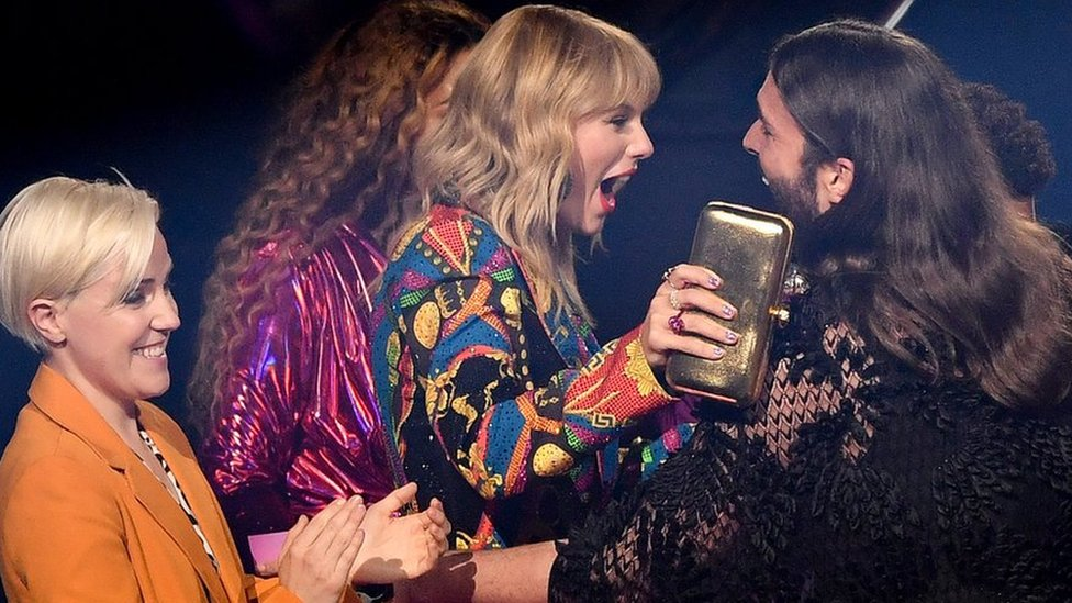 The Six Biggest Moments At Mtv Vmas Taylor Swift Miley Cyrus And More Bbc News