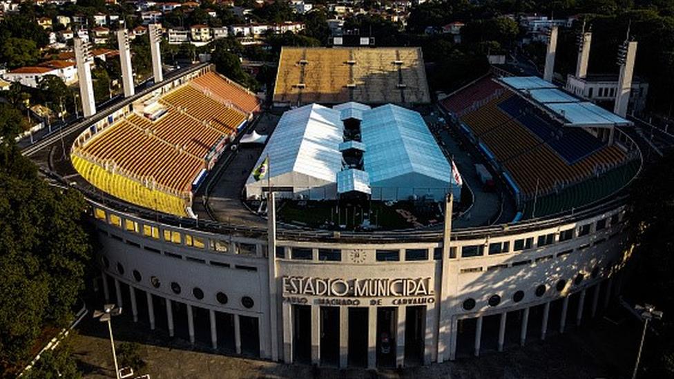Hospital de campanha construído no estádio do Pacaembu, em São Paulo, no início de 2020