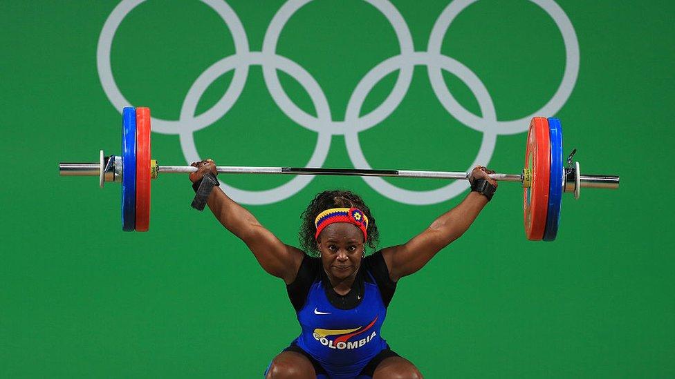 Ubaldina Valoyes Cuesta de Colombia durante el levantamiento de pesas de los Juegos Olímpicos Río 2016.