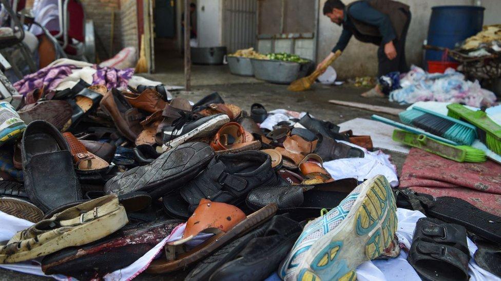 Docenas de personas murieron en la escena, como producto de la explosión.