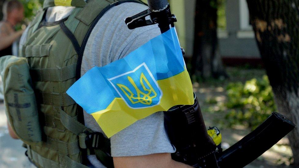 Обстріл української вантажівки на Донбасі: поранені 10 військових