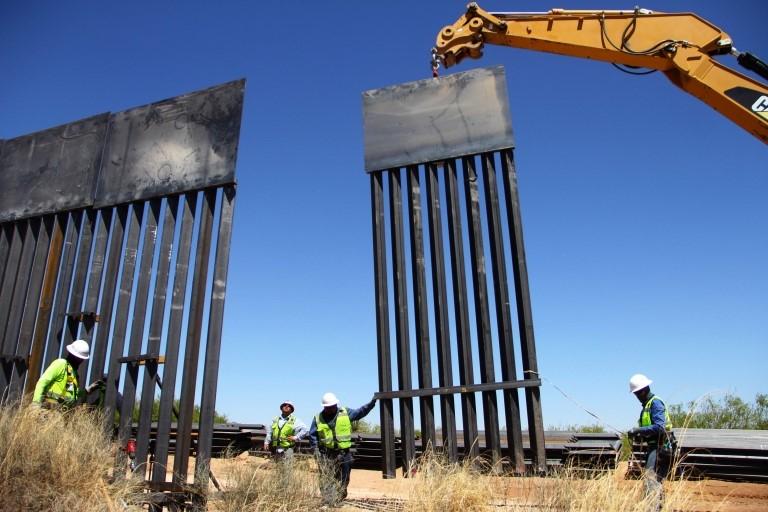 Obras en el muro fronterizo