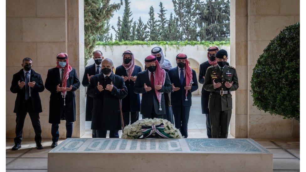 الملك عبد الله والأمير حمزة
