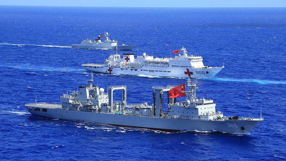"""Aunque no dispone de armamento, el """"Arca de la Paz"""" también participa en ejercicios militares."""