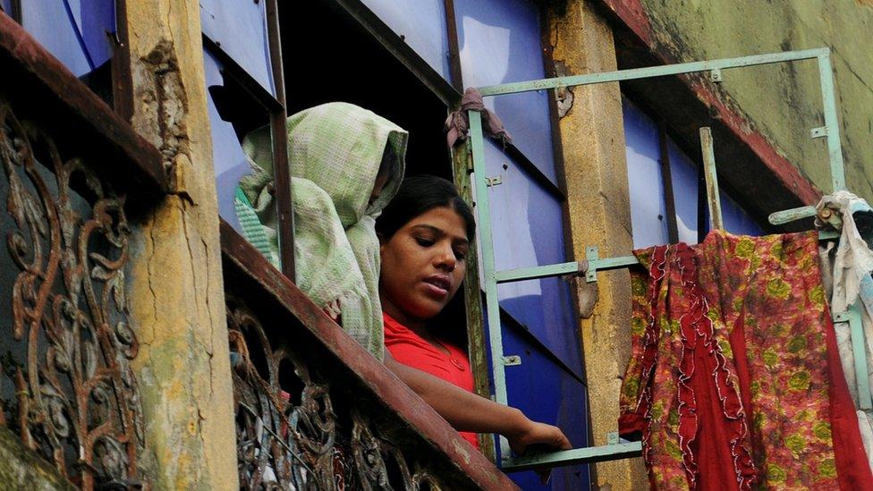 कोरोना वायरस की मार कोलकाता के रेडलाइट इलाके सोनागाछी पर भी - BBC News हिंदी