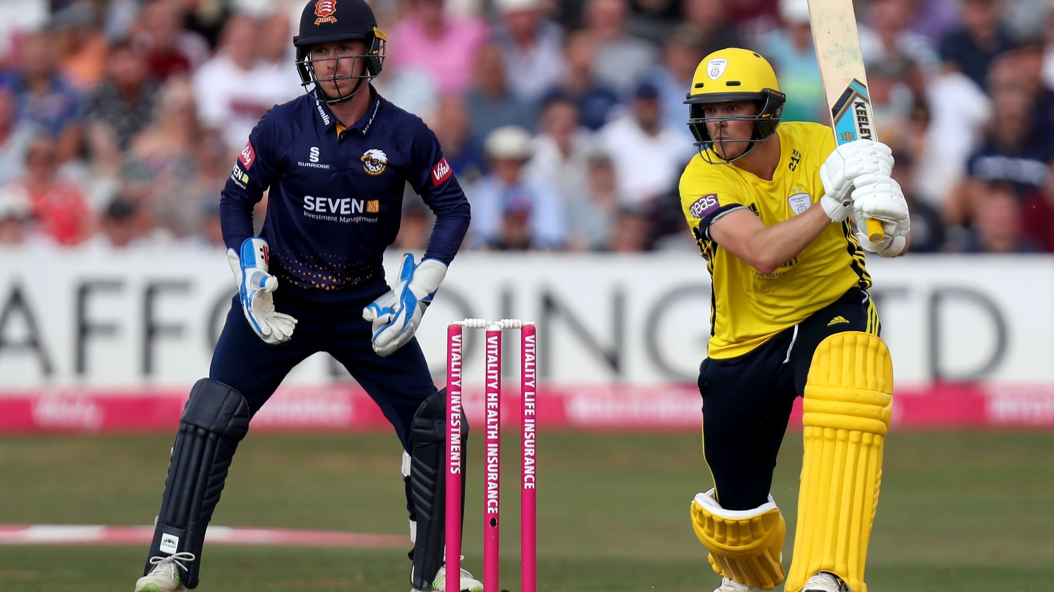 Essex and Hampshire in thrilling tie - report and highlights