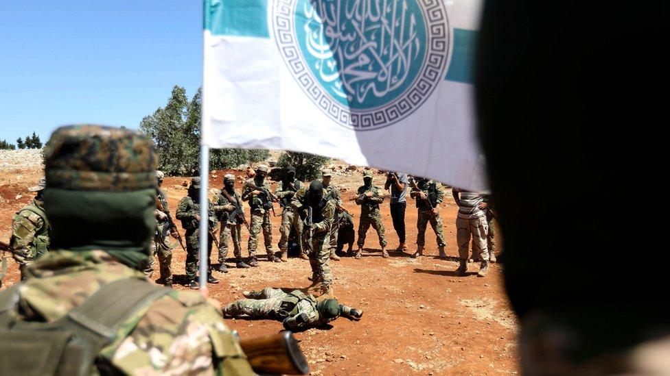 HTŞ militanları eğitim kampında
