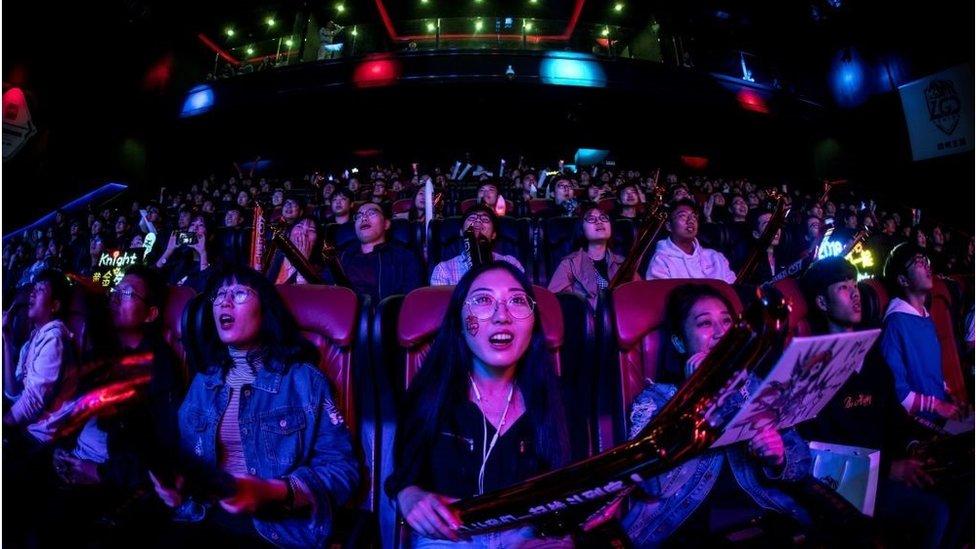 """中國的娛樂行業有著龐大的市場,但激烈的競爭讓該行業面臨著快速的""""新陳代謝""""。"""