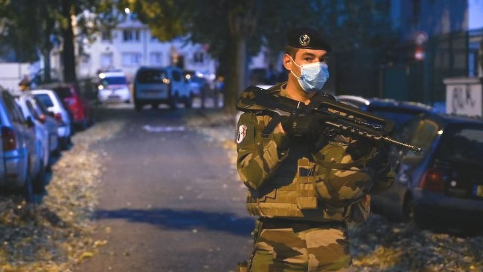 Во Франции тяжело ранен православный священник. Нападавший скрылся, его ищут
