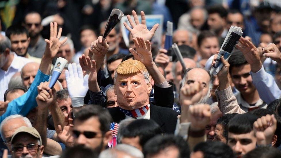 Manifestación en Irán contra la política de Donald Trump.