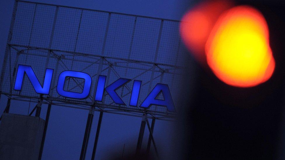 La empresa de telefonía móvil de Finlandia Nokia perdió el dominio del mercado con impresionante rapidez.