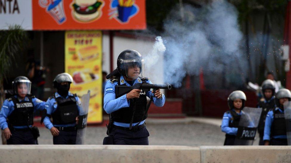 Policías disparan contra manifestantes en Honduras