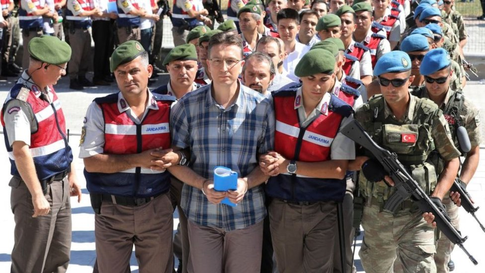 Turkey court jails officers over 2016 coup plot thumbnail