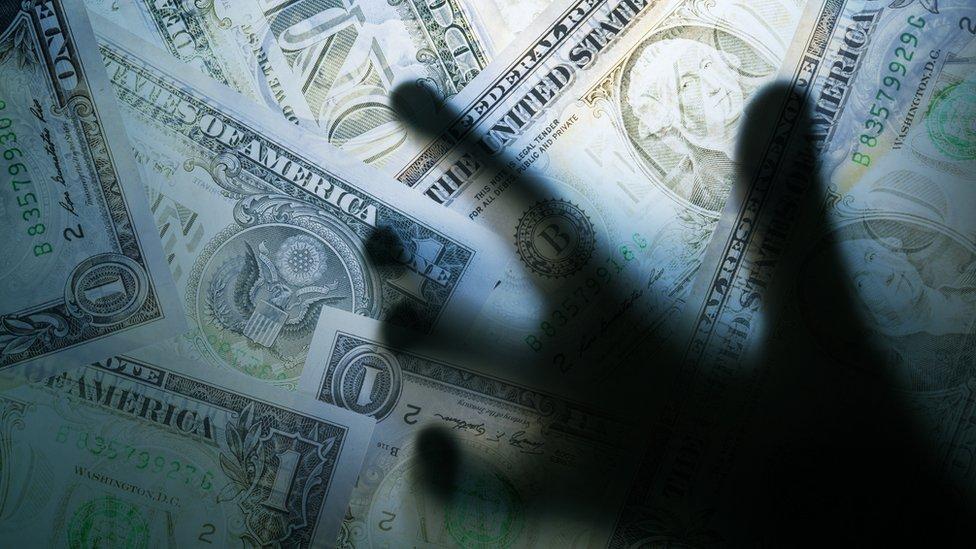 El FMI advier te que gran parte de la deuda financiera se ha trasladado a la banca en la sombra.