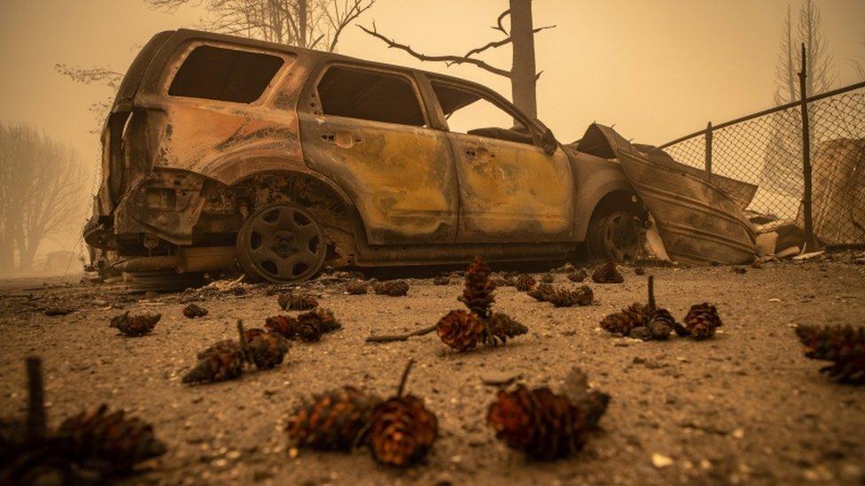 Un auto quemado en Greenville.
