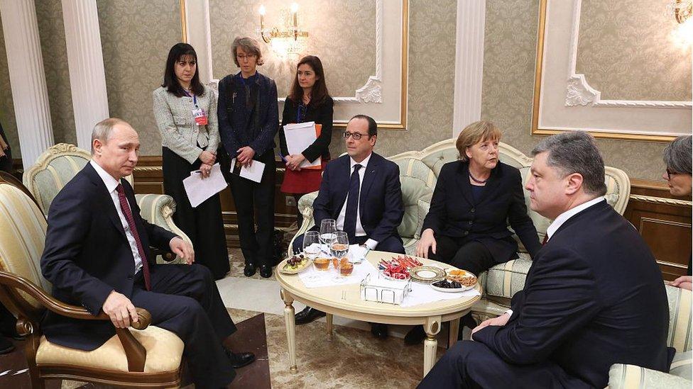 Довга ніч у Мінську: що Олланд розповів про мінські угоди та плани Путіна щодо України