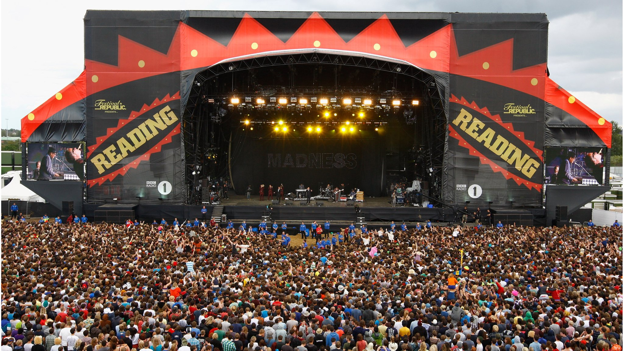 BBC News - Reading and Leeds: Kings of Leon and Fall Out Boy headline